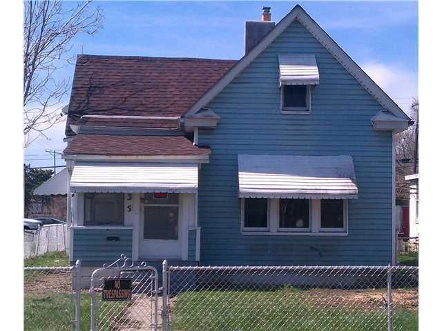 Photo of home for sale at 35 Central Avenue N, Columbus OH