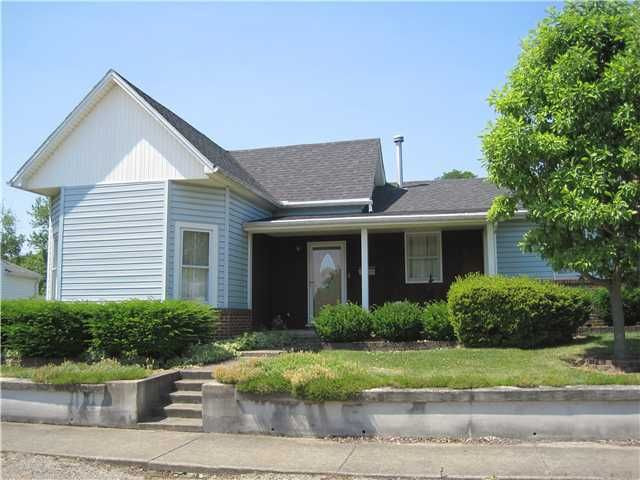 Photo of home for sale at 1111 Hinde Street S, Washington Court House OH