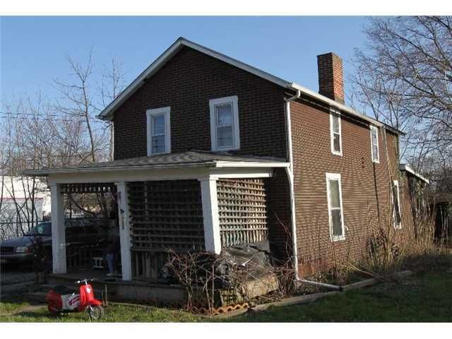 Photo of home for sale at 1755 Genessee Avenue, Columbus OH