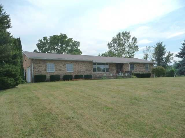 Photo of home for sale at 14000 Simmons Road, Utica OH