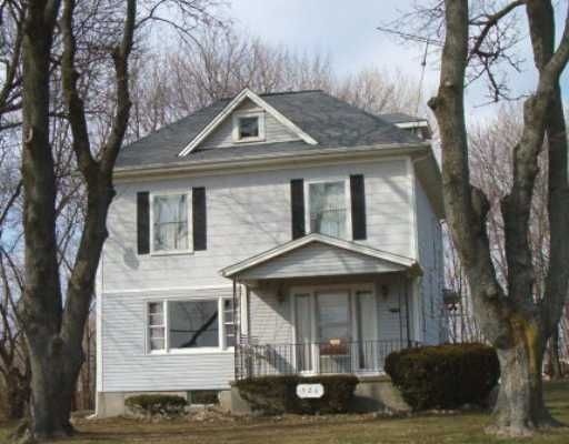 Photo of home for sale at 926 Home Road E, Springfield OH