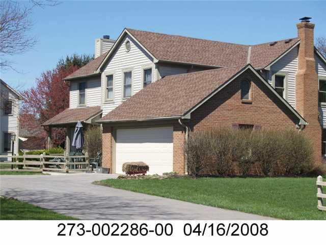 Photo of home for sale at 6903 Gullway Bay Drive, Dublin OH