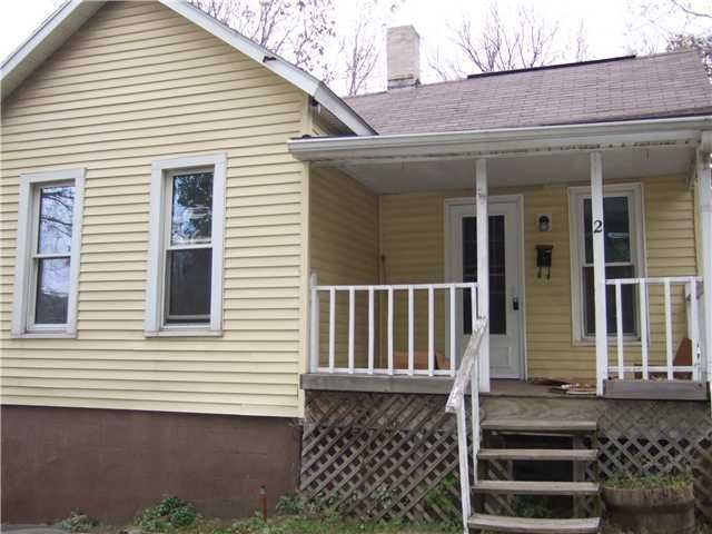 Photo of home for sale at 2 Pleasant Street, Newark OH
