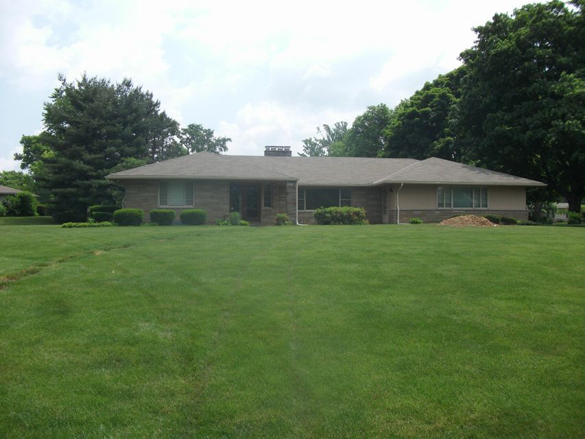 Photo of home for sale at 3880 Fairlington Drive, Columbus OH