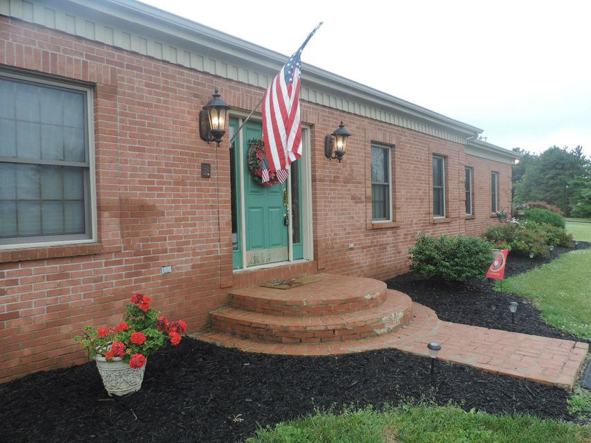 Photo of home for sale at 10905 Cincinnati Zanesville Road SW, Amanda OH