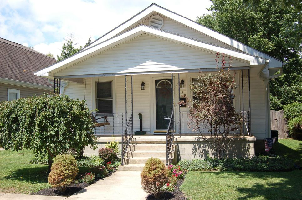 Photo of home for sale at 128 Oak Street W, Washington Court House OH