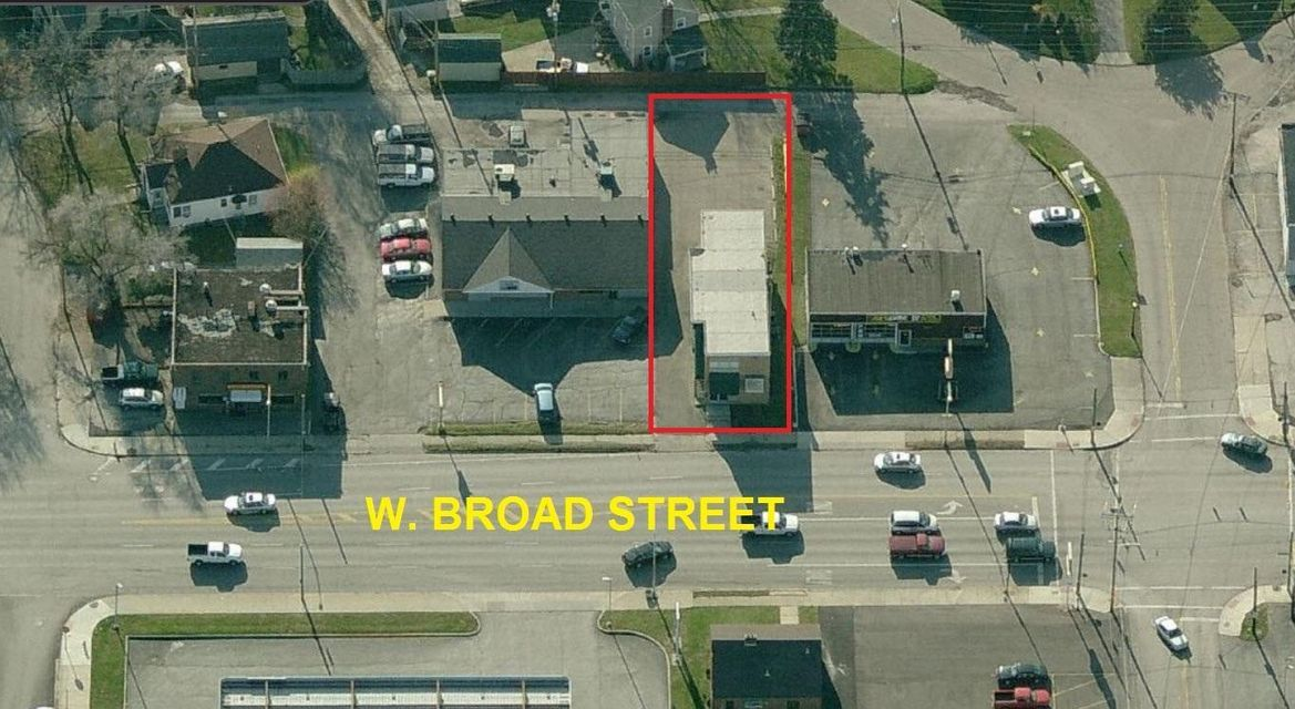 Photo of home for sale at 3225 Broad Street W, Columbus OH