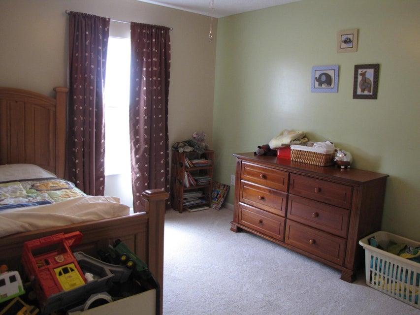 Photo of home for sale at 720 Preston Trails Drive, Pickerington OH