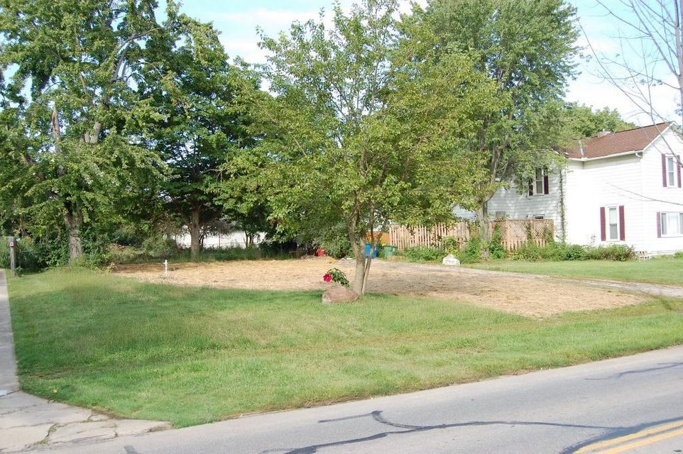 Photo of home for sale at 712 5th Street W, Marysville OH