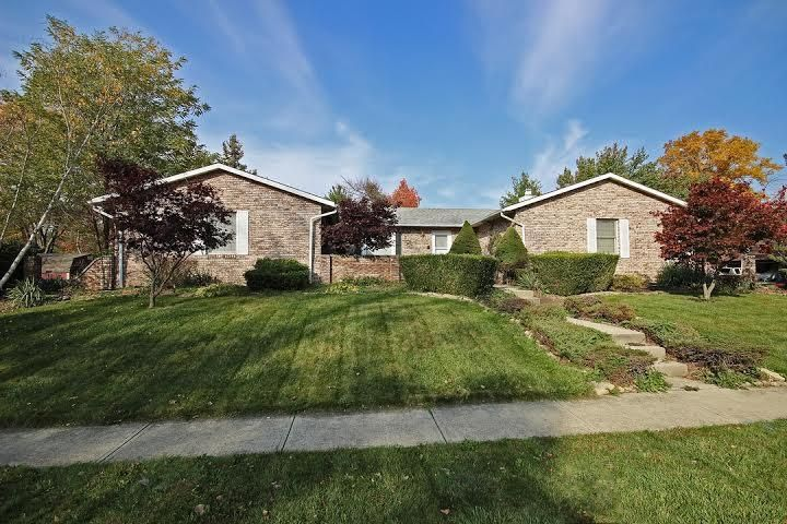 Photo of home for sale at 3004 GRANADA HILLS Drive, Columbus OH