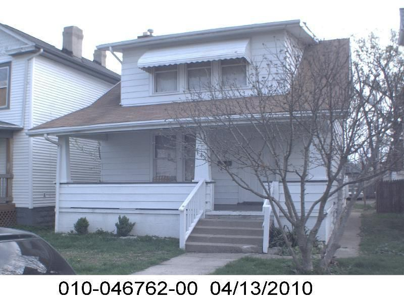 Photo of home for sale at 142 Ogden Avenue S, Columbus OH