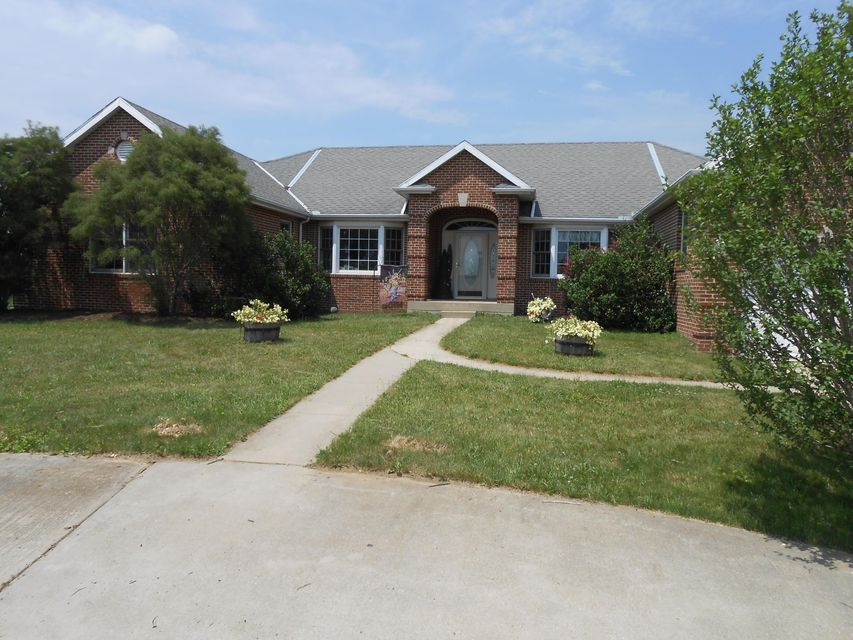 Photo of home for sale at 8644 Stoutsville Pike, Stoutsville OH