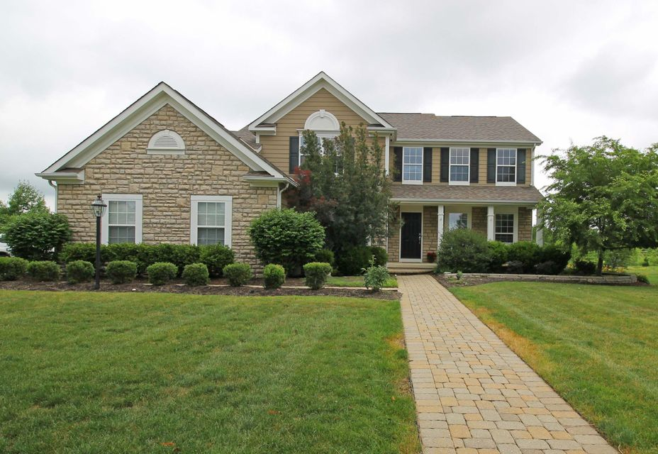 Photo of home for sale at 6802 Stillhouse Lane, Dublin OH