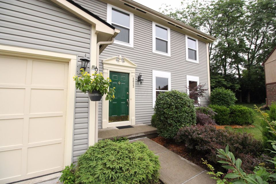 Photo of home for sale at 5623 Keating Drive, Dublin OH