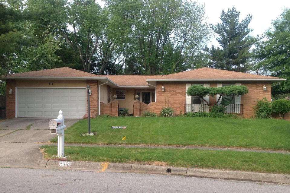 Photo of home for sale at 618 FAWNDALE Place, Gahanna OH
