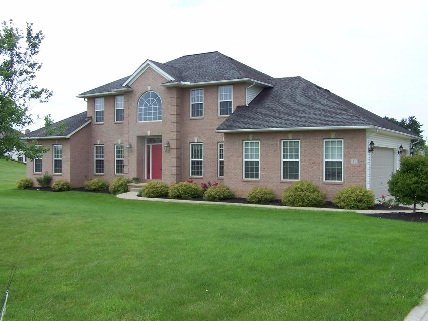 Photo of home for sale at 51 Blue Bonnett Drive, Heath OH