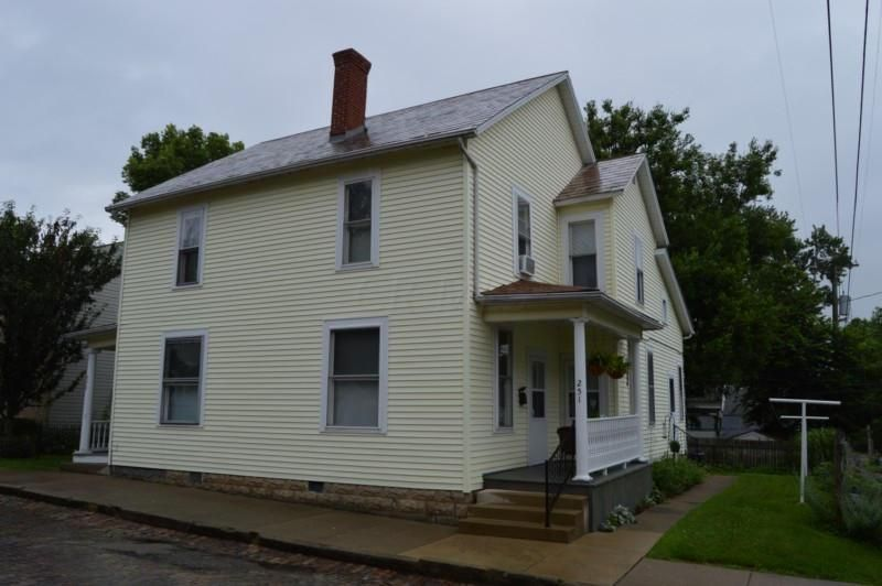 Photo of home for sale at 251 Pearl Avenue, Lancaster OH