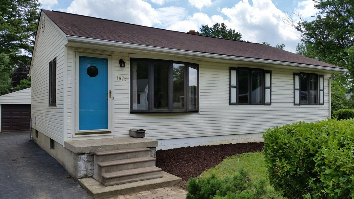 Photo of home for sale at 1975 Ward Road, Columbus OH