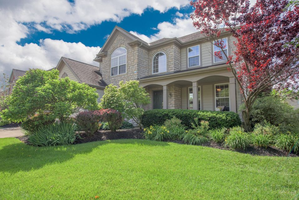 Photo of home for sale at 6293 BELLOW VALLEY Drive, Dublin OH