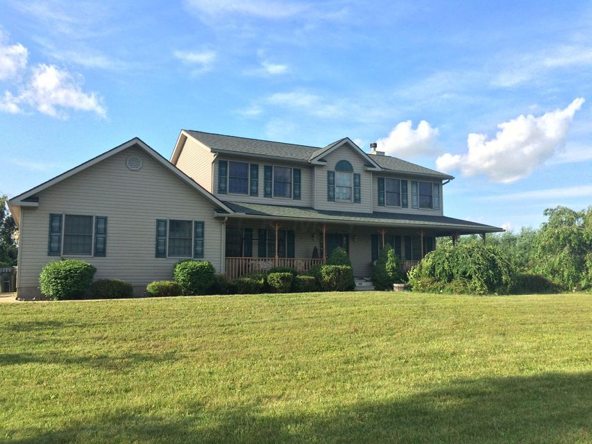 Photo of home for sale at 18938 Ringgold Southern Road, Circleville OH