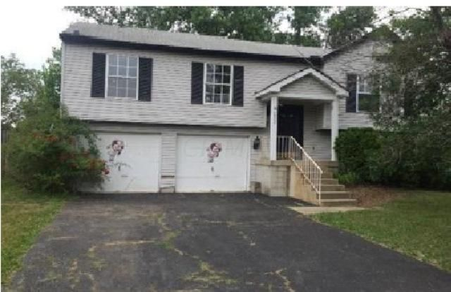 Photo of home for sale at 4906 River Trail Court, Columbus OH