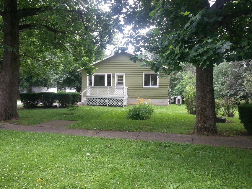 Photo of home for sale at 220 Broadway Street, Edison OH