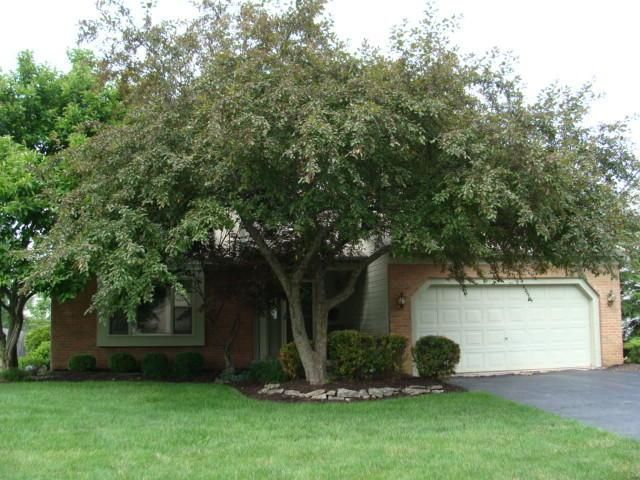 Photo of home for sale at 476 Colony Park Drive, Pickerington OH