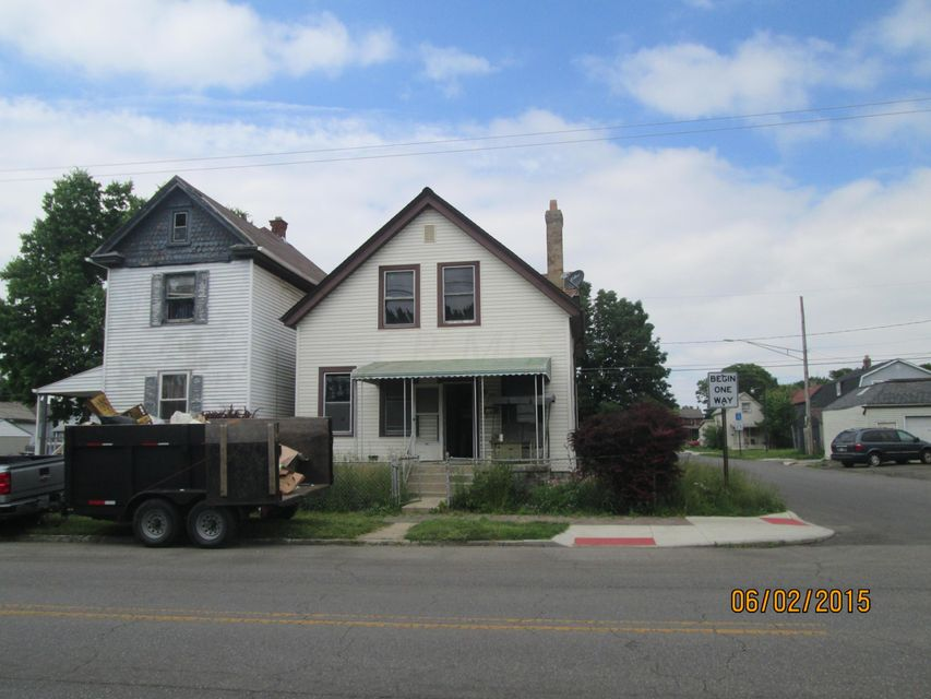 Photo of home for sale at 606 Whittier Street E, Columbus OH