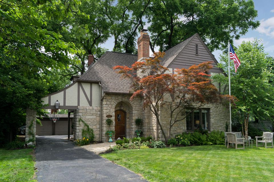 Photo of home for sale at 2527 Andover Road, Upper Arlington OH