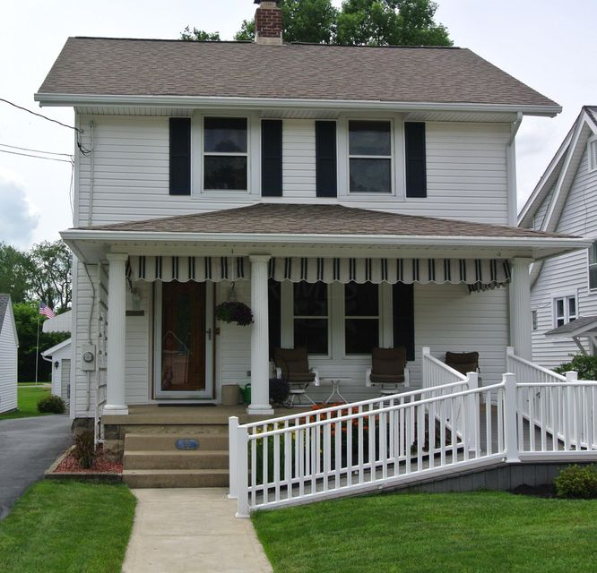 Photo of home for sale at 281 BROAD Street, Newark OH