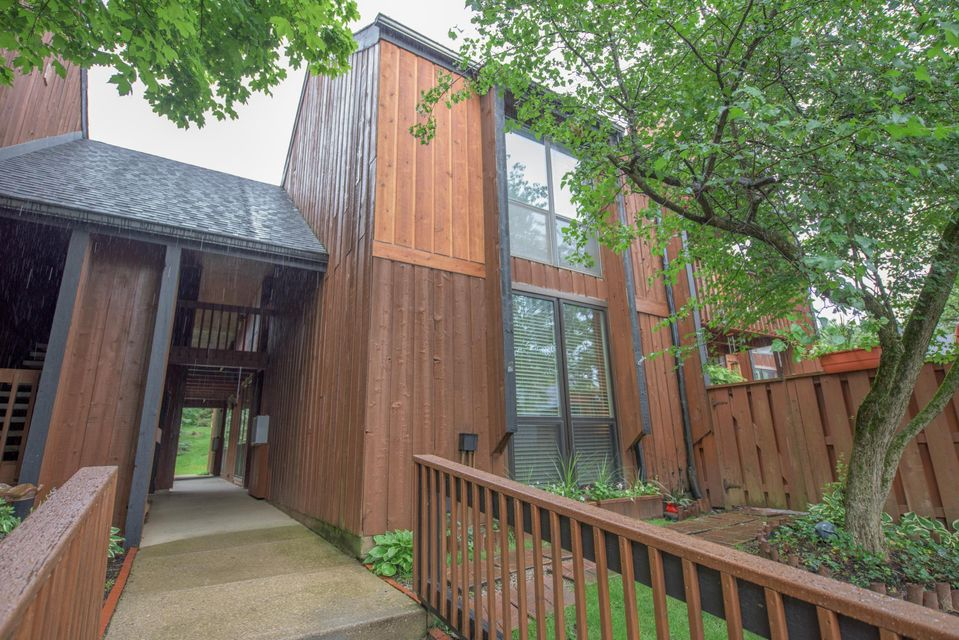 Photo of home for sale at 4752 Powderhorn Lane, Westerville OH