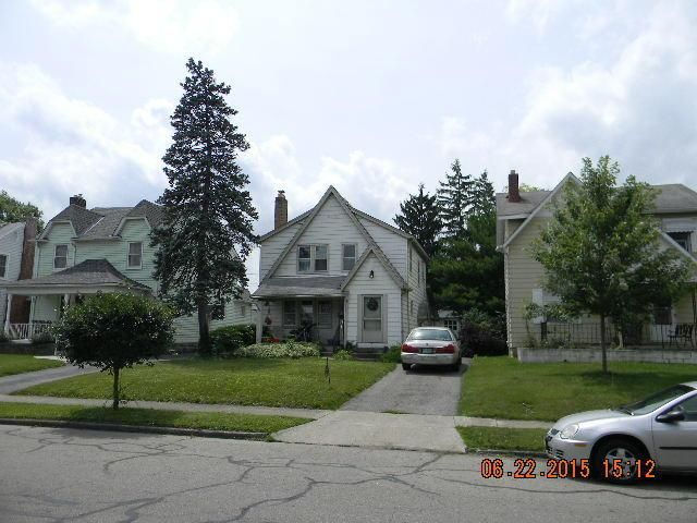 Photo of home for sale at 669 Roys Avenue S, Columbus OH