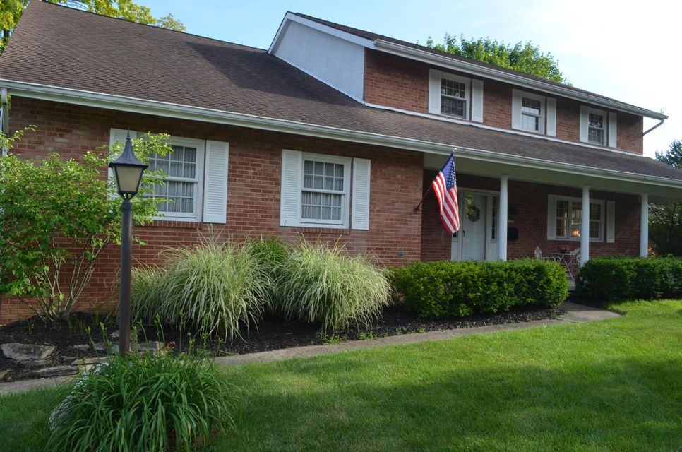 Photo of home for sale at 1501 ARDWICK Road, Upper Arlington OH
