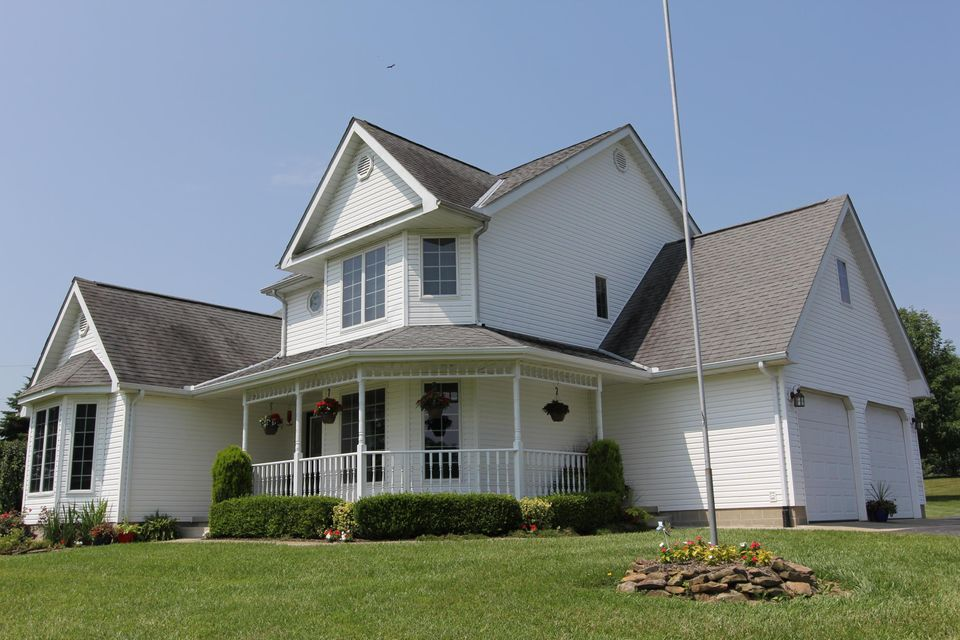 Photo of home for sale at 805 Mount Zion Road SW, Lancaster OH