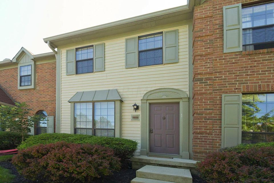 Photo of home for sale at 5222 Brandy Oaks Lane, Columbus OH