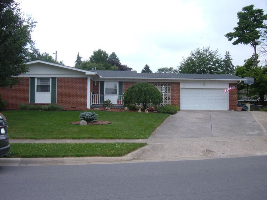 Photo of home for sale at 3861 LA ROSA Drive, Grove City OH