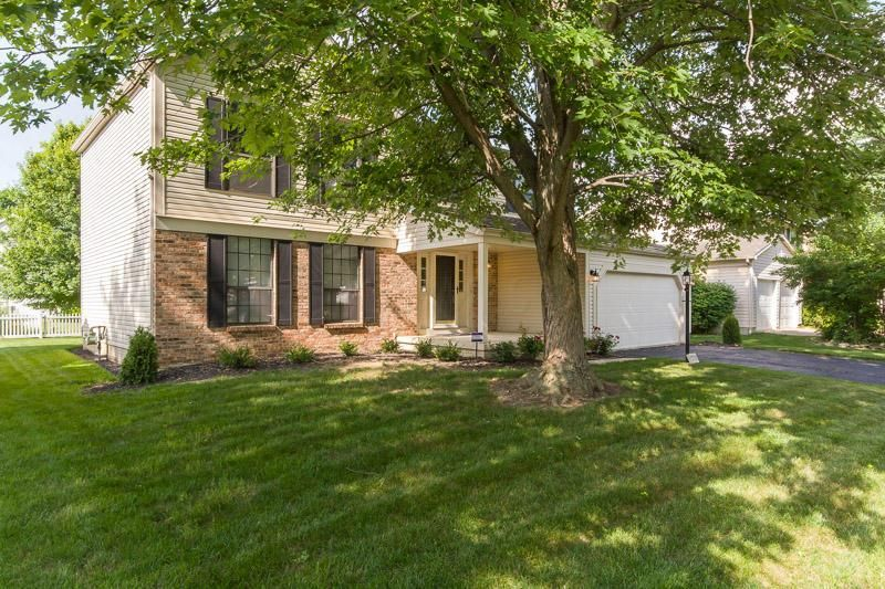 Photo of home for sale at 5758 Whispering Oak Boulevard, Hilliard OH