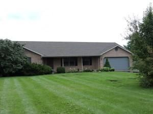 Photo of home for sale at 182 Curry Road N, Wilmington OH