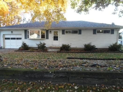 Photo of home for sale at 420 Sherwood Drive E, Newark OH