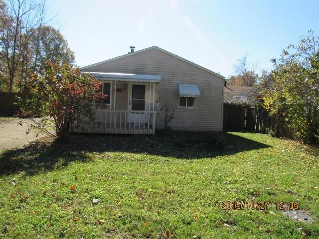Photo of home for sale at 3763 Emmons Avenue, Columbus OH