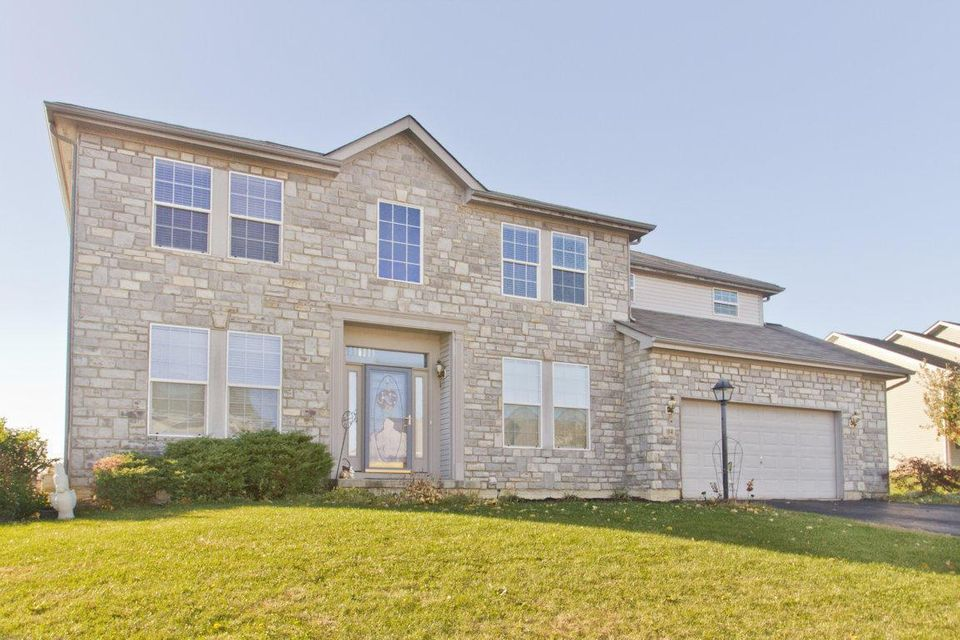 Photo of home for sale at 584 Banbridge Street, Pickerington OH