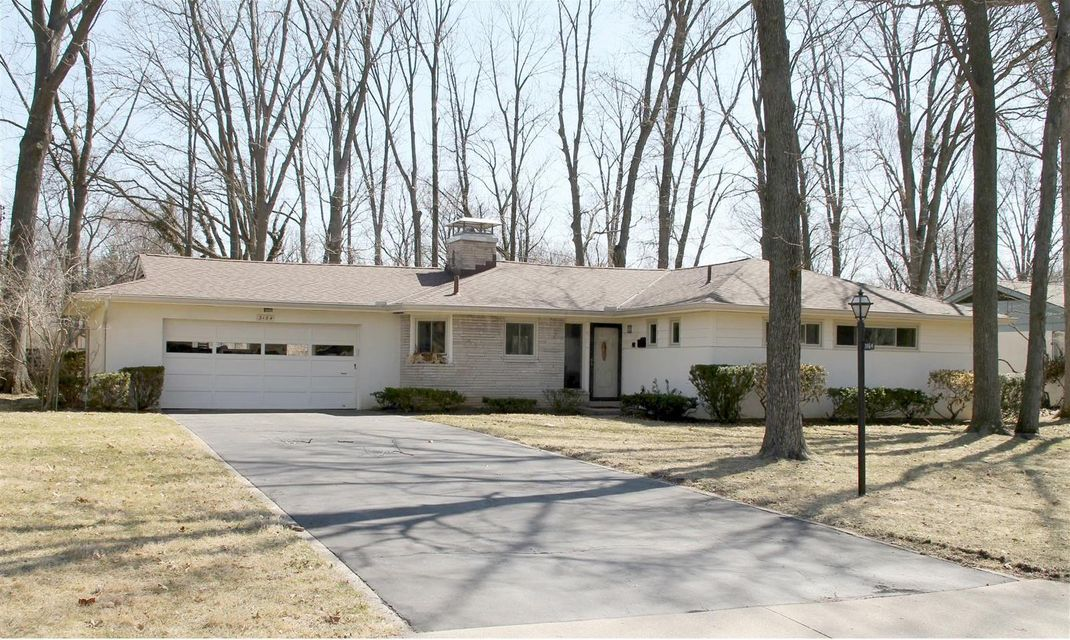 Photo of home for sale at 3164 Leeds Road, Columbus OH
