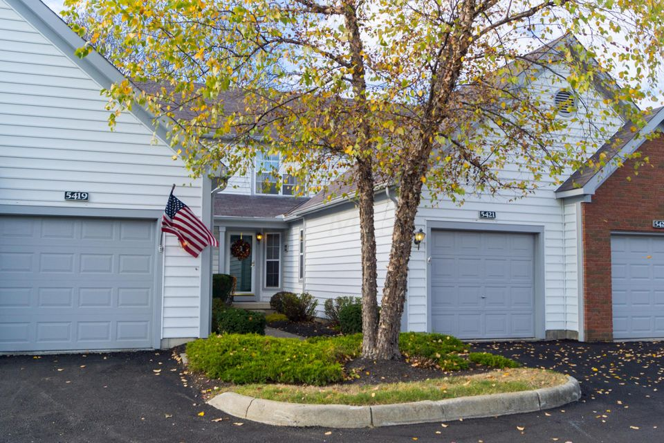 Photo of home for sale at 5421 VICTORIA PARK Court, Columbus OH