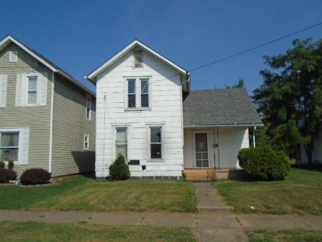Photo of home for sale at 402 Wehrle Avenue, Newark OH