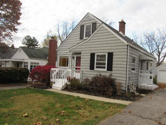 Photo of home for sale at 208 Leland Avenue, Columbus OH