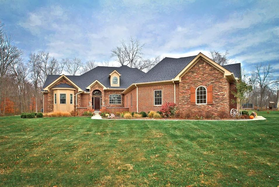 Photo of home for sale at 116 TAYLOR WAY Drive SW, Hebron OH