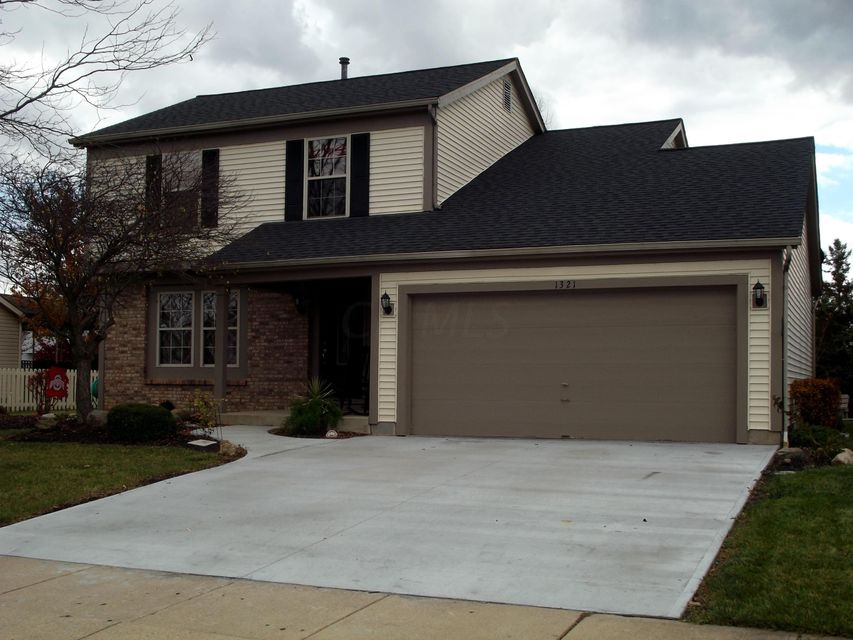 Photo of home for sale at 1321 VALLEY Drive, Marysville OH