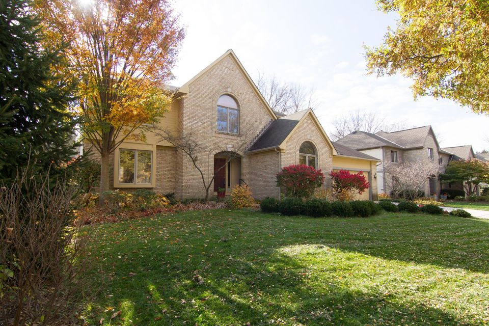 Photo of home for sale at 2697 WICKLIFFE Road, Upper Arlington OH