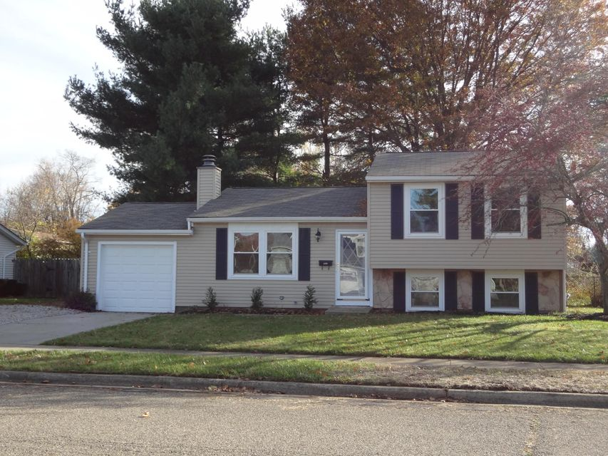 Photo of home for sale at 1899 Cherrywood Drive, Newark OH