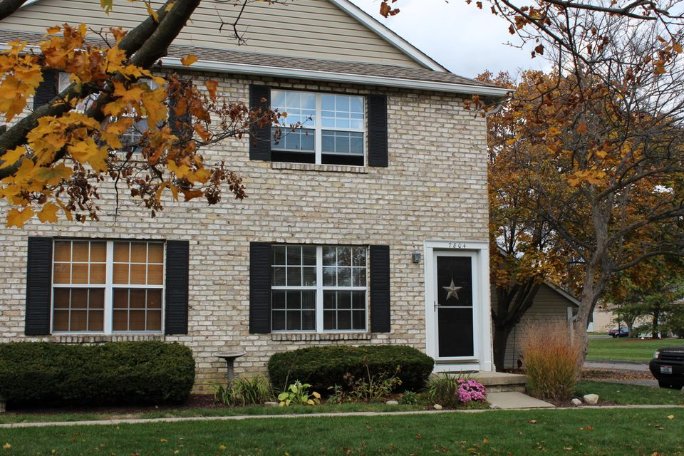 Photo of home for sale at 7804 Meadowhaven Boulevard, Columbus OH